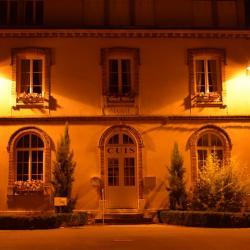La mairie (la nuit)