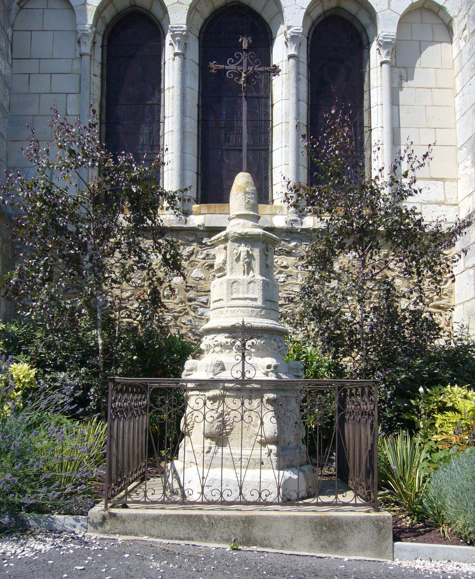 Lanterne des morts (Eglise Saint-Nicaise)